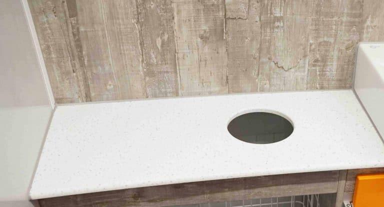 GAMO-Toilettenwagen-Mineralwerkstoffplatte