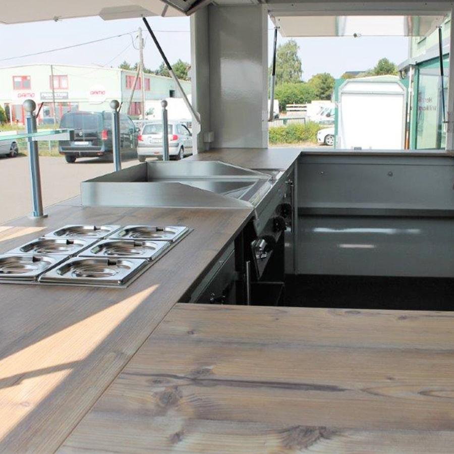 gamo-retroliner-400-verkaufsanhaenger-imbisswagen-innenansicht-theke