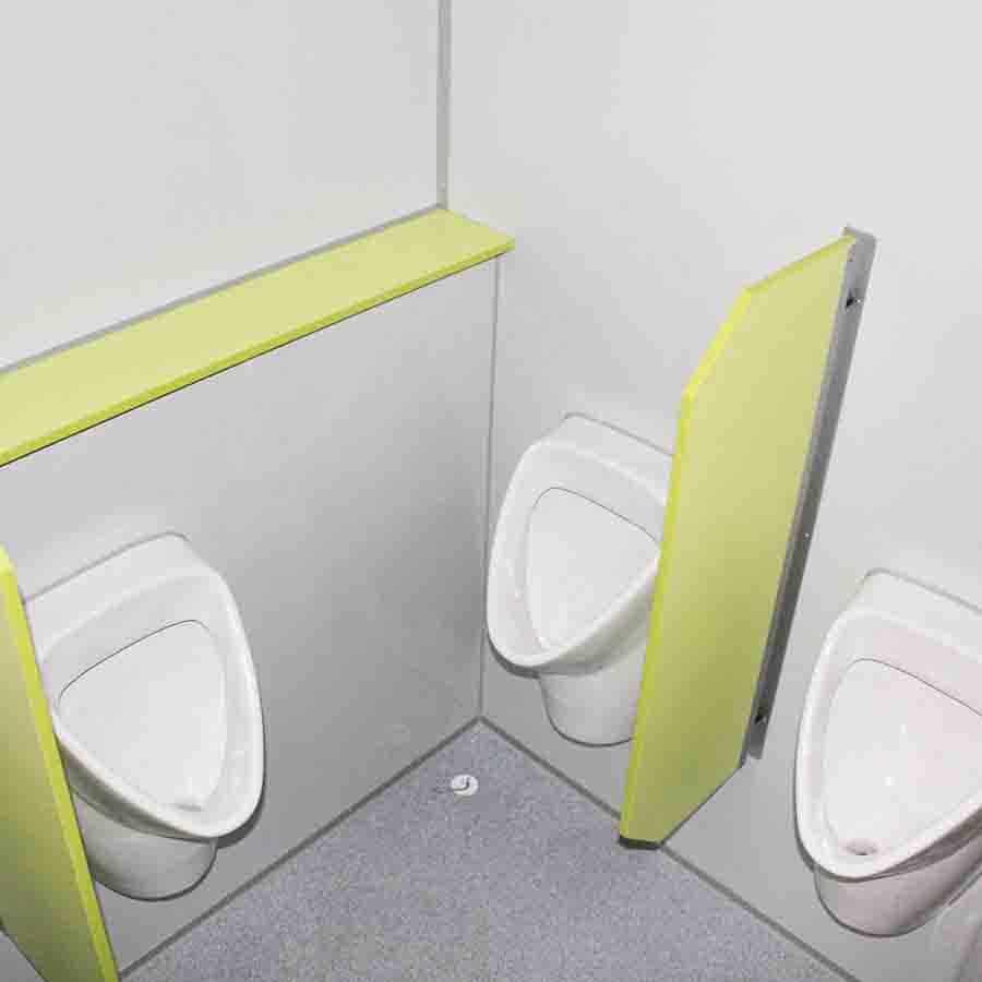 gamo-toilettenwagen-ftt-460-innenansicht-urinale