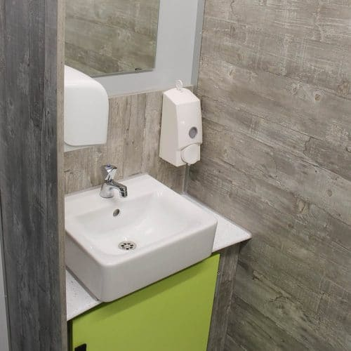 gamo-toilettenwagen-toilettenanhaenger-klein-gruen-vip
