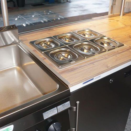 gamo-food-truck-street-food-master-400-retro-innenansicht-theke