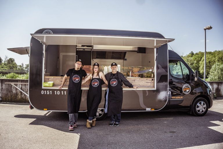 gamo-foodtruck-food-truck-sgibby-schwarz-retro-rund-neu-schwaebisch-snack-imbiss