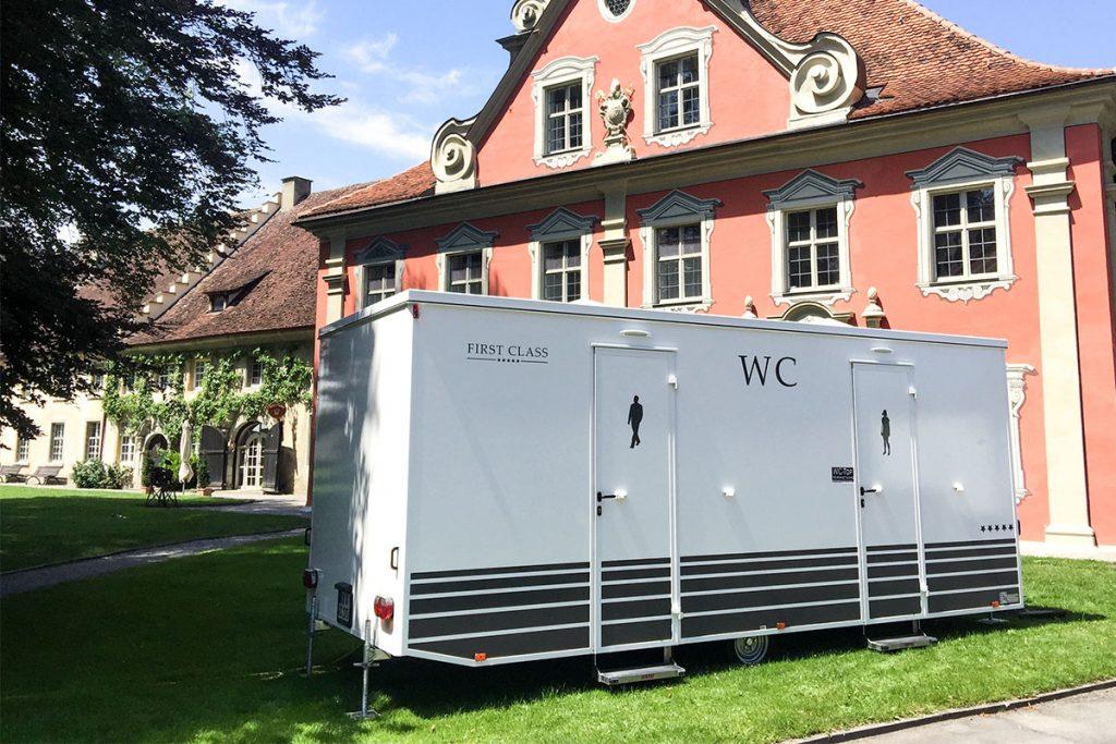 gamo-toilettenwagen-kaufen-sanitaer-trailer-610-toilettenanhaenger-klowagen-wc wagen-im einsatz
